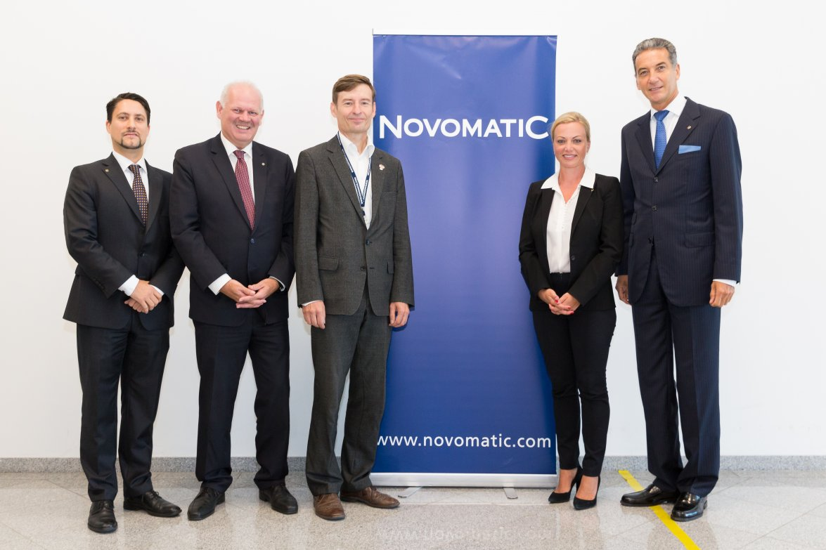 vlnr: Mag. Philipp Gaggl (Leiter Group Corporate Responsibility & Sustainability, NOVOMATIC), Dr. Klaus Niedl (Head of Group Human Resources, NOVOMATIC), DI Herbert Schlossnikl, MBA (Vorstand Vöslauer), Dr. Monika Poeckh-Racek (Vorstandsvorsitzende ADMIRAL Casinos & Entertainment AG), Mag. Harald Neumann (Vorstandsvorsitzender NOVOMATIC AG)